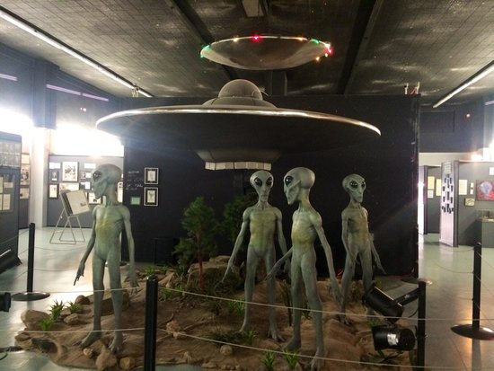 Roswell, NM: Alien props.