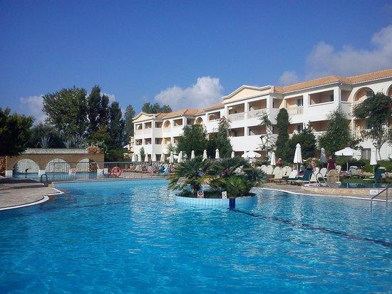 Bitzaro Grande Hotel: Pool area