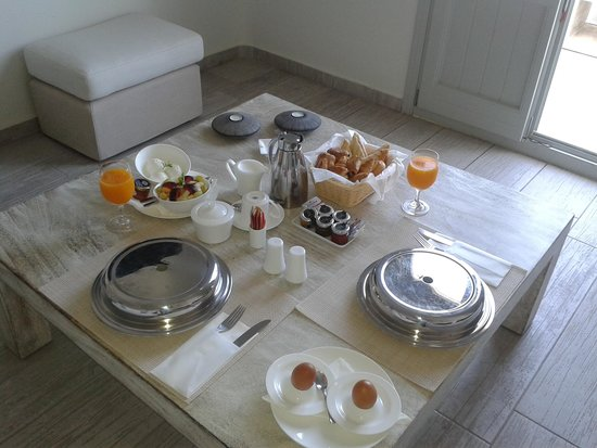 Allure Suites: Frühstück