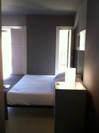 Cosy Rooms Tapineria: camera luminosa