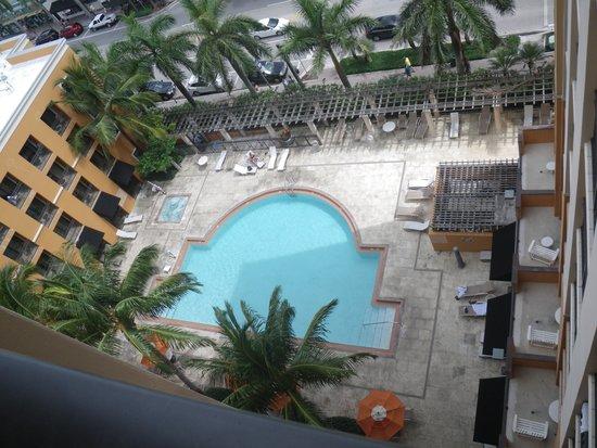 Residence Inn by Marriott Delray Beach: Pool area as seen from balconey of room