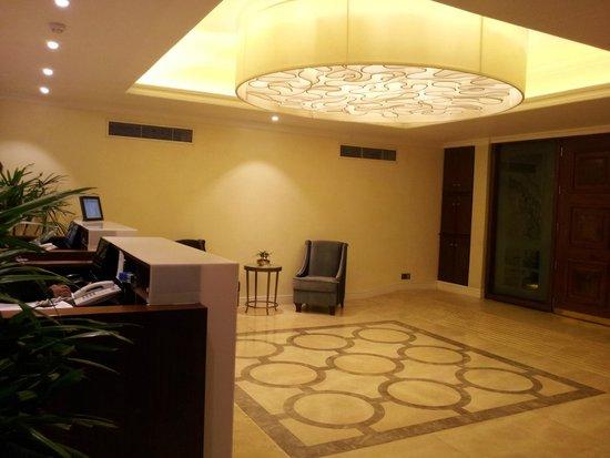 Royal Park Residence : Reception from inside