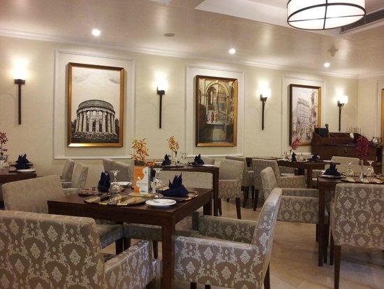 Royal Park Residence : Restaurant
