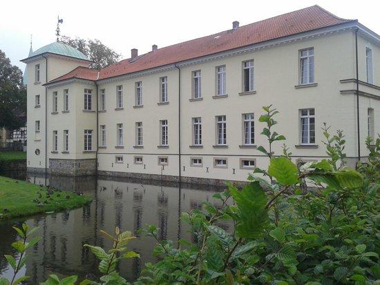 Hotel Schloss Westerholt: Rückansicht mit Wassergraben