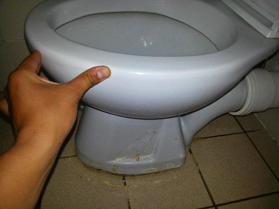 Caribbean World Hammamet Garden: toilette qui bouge !!! et je nvous raconte pas l'odeur de la salle de bain