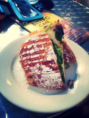 Bistro Cafe: Croissant Cordero