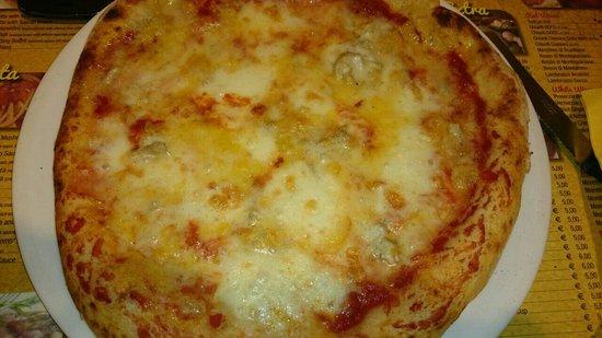 Il Giardino di Barbano : Pizza cuatro quesos