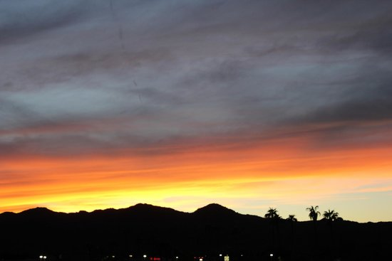Country Inn & Suites By Carlson, Scottsdale: Beautiful Sunset from our Balcony