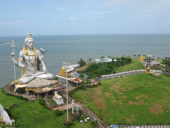 Karnataka, India: Har har mahadev.The second tallest image in India