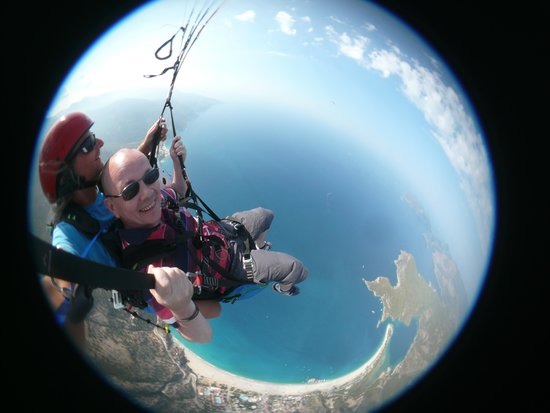 Sky Sports paragliding: In a fish bowl