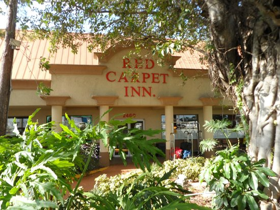 Red Carpet Inn : Front of Hotel