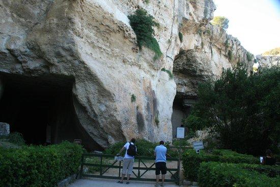 Latomia del Paradiso: Grotta dei cordari e grotta del Salnitro.