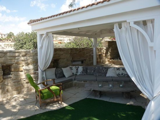 Little Lodge: Fabulous seating area with tv