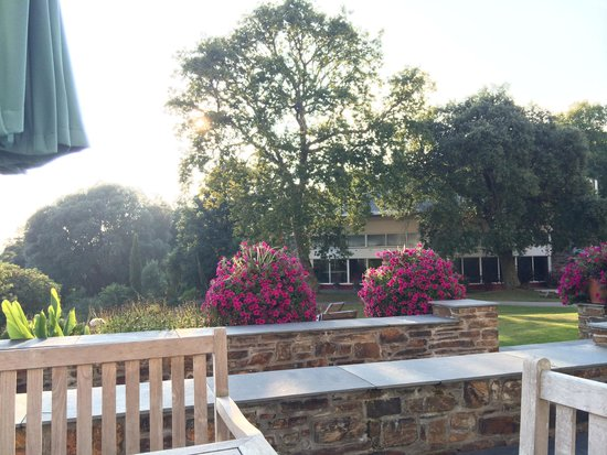 Budock Vean Hotel: Beautiful relaxed atmosphere on the terrace