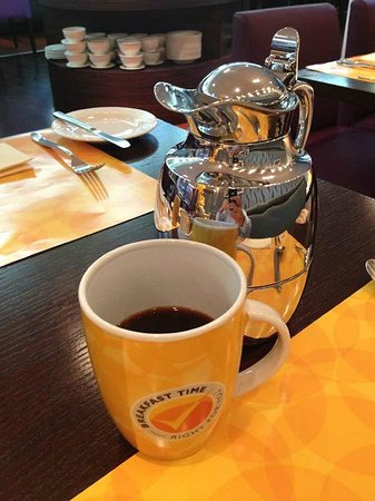 TIME Oak Hotel & Suites: One feature that was the best of all: tasty coffee in MUGS not cups. Oh, it was heavenly