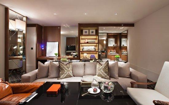 Ararat Park Hyatt Moscow: Winter Garden Suite Living Area