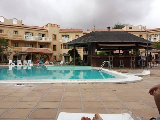 Poco mantenimiento picture of elba lucia sport suite - Lucia la piedra piscina ...