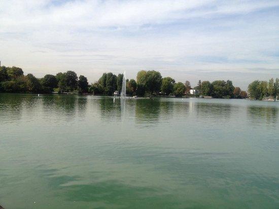 Hotel Barriere Le Grand Hotel: Le lac