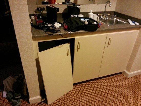 Crowne Plaza Springfield: cabinets in poor repair