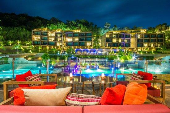Sunsuri Phuket: Sip Bar at Night