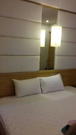 Tu Linh Palace Hotel : Bed