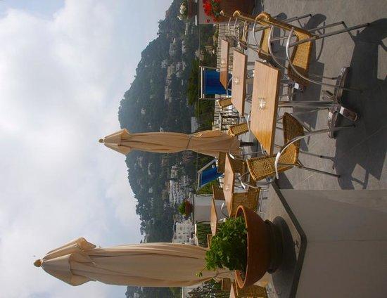 Hotel La Tosca: Terrace where breakfast is served.