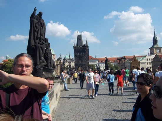 Prague Airport Transfers Day Tours : Ross sharing his knowledge on Charles Bridge