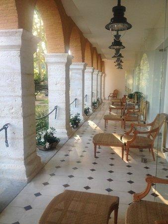 La Bastide : Porche exterior