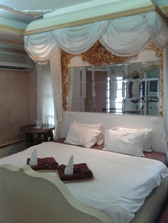 Chaweng Resort: Bed