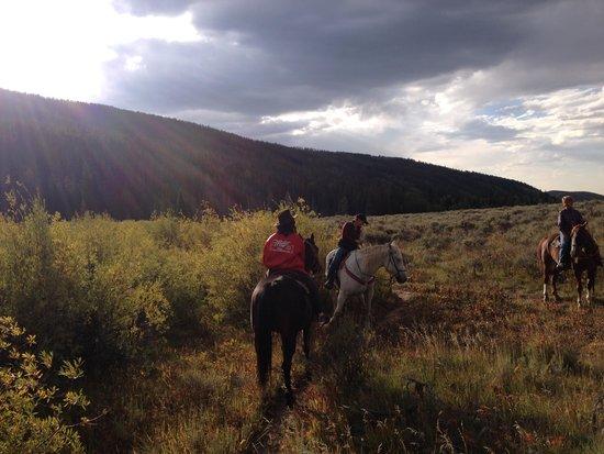 Medicine Bow Lodge: Horseback Riding at sunset