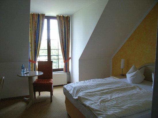 Hotel Schwartze: Chambre (Vue 1)