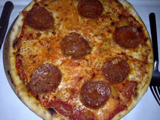 DaVinci Restaurant Nai Harn: Pizza hot salami. Not that good.