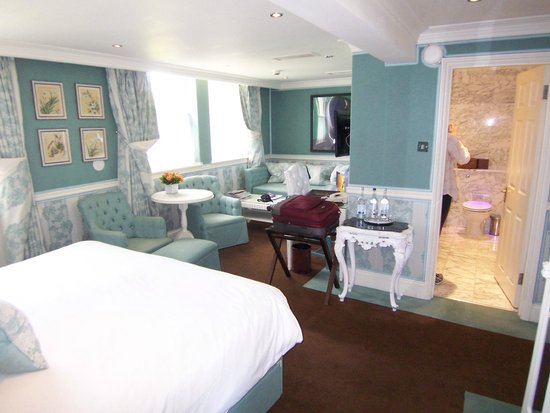 The Montague on The Gardens: Room 309