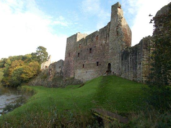 Hailes Castle: Vue depuis la river Tyne