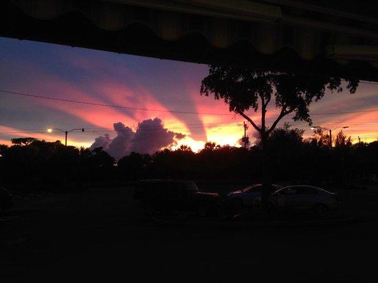 Sandalfoot Condominium: Sunset at Sanibel