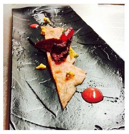 Remolacha en texturas con sandia y queso azul