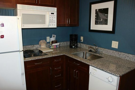 Residence Inn Baltimore Downtown/ Inner Harbor : Clean full kitchen, everything you need but the food!