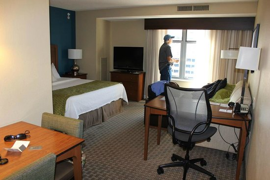 Residence Inn by Marriott Baltimore Downtown/Inner Harbor: Very large, bright room, very comfortable