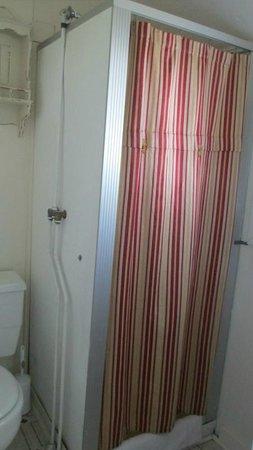 Bar Harbor Cottages and Suites: Shower