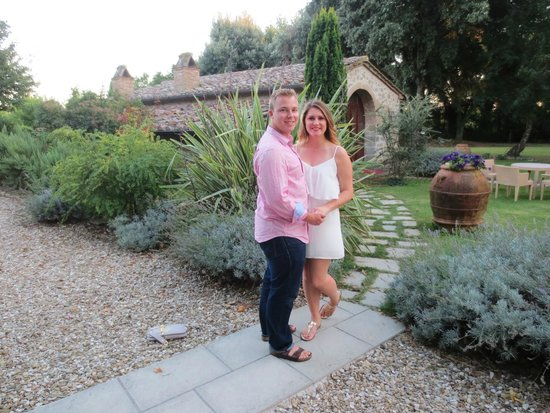 Relais Villa Baldelli: The beautiful hotel grounds....just after we got engaged!