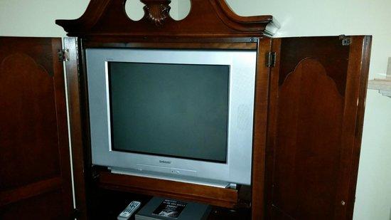 Montecito Inn : Old-style TV