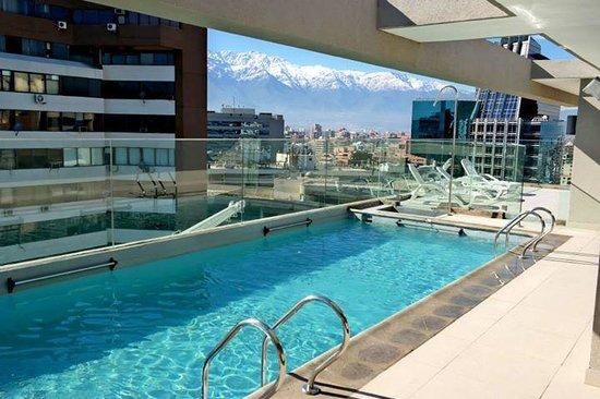 Terra o com chuveiro e piscina foto de hotel torremayor for Piscina hotel w santiago