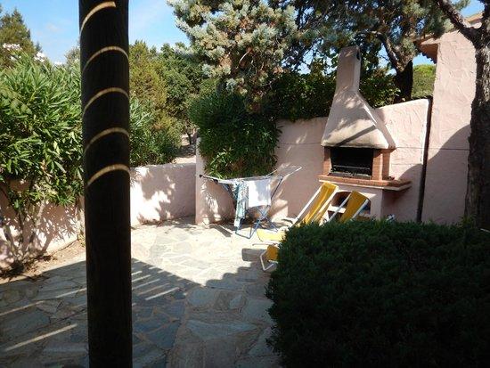 Residence Marina di Santa Giulia : Terrasse, barbecue