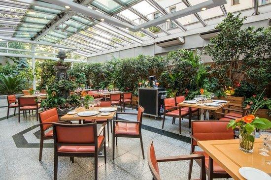 Restaurante jardin metropolitano en madrid con cocina for Jardin metropolitano madrid