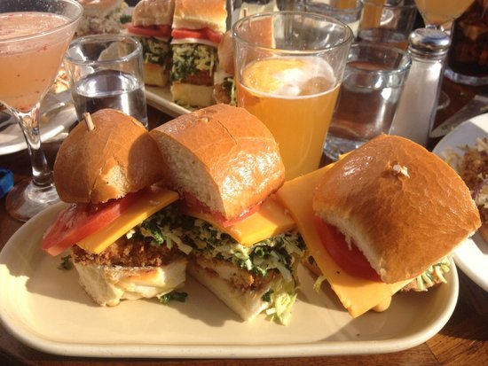 The White House Tavern: Chicken sandwich and cold beer!!