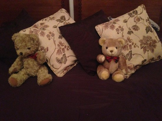 West End Hotel: Teddies greet you after a long day sightseeing