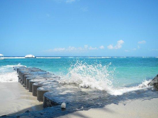 Amarta Beach Cottages : La mer, à quelques mètres