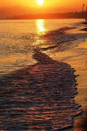 Agapi Beach Hotel: Sonnenaufgang am Strand