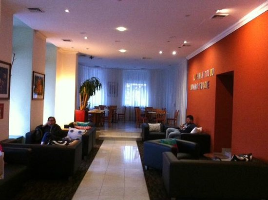 Hotel Allegro: HOTEL LOBBY
