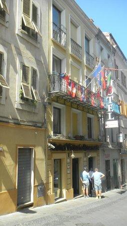 Hotel Vittorio Emanuele : на улице
